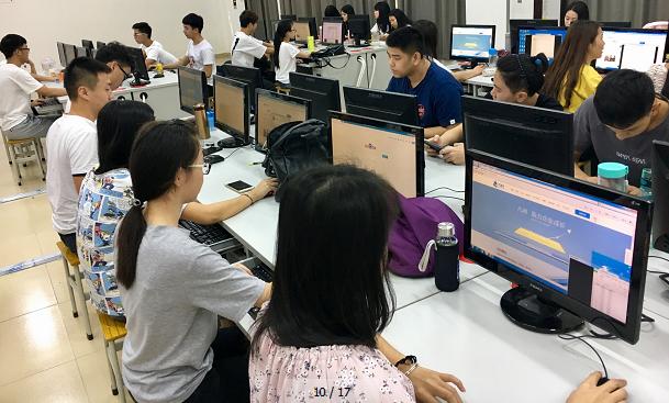 岭南学院电商专业学生正体验凡科产品