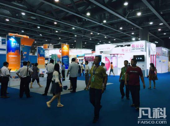 华博会现场众多知名企业参展和与会游客